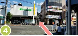 横断歩道を渡って、北おおさか銀行の横を入ります